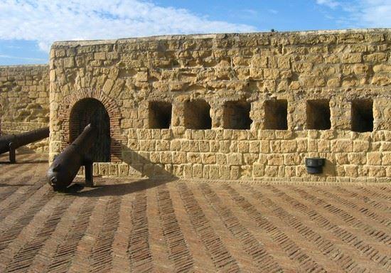 Castel dell'Ovo, terrazzo panoramico con i cannoni