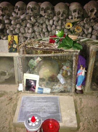Il cimitero delle Fontanelle, il teschio del Capitano.